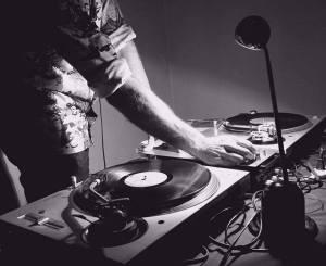 DJ FUZZY PLAYING RETRO VIVYL RECORDS